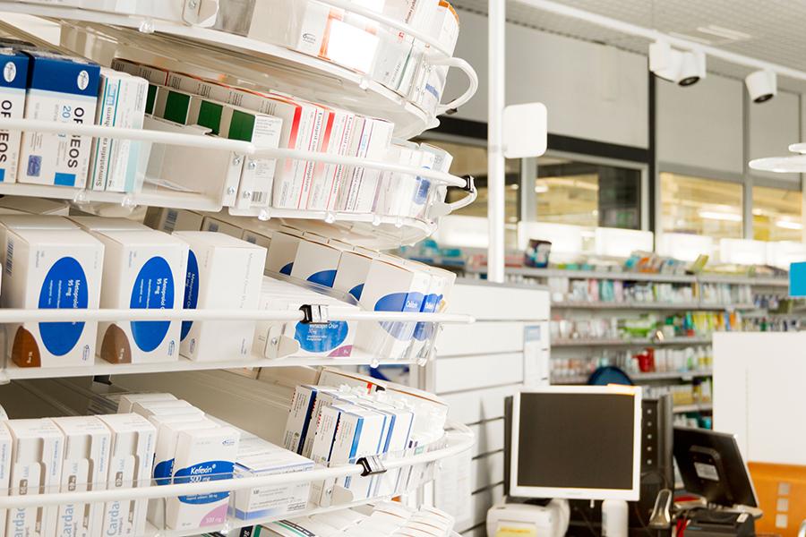 lääkekaruselli on farmaseutin käsien ulottuvilla