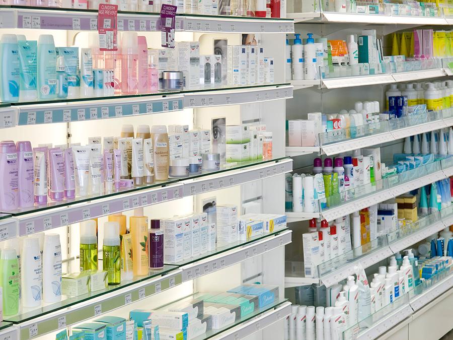 Kosmetiikkahyllyt apteekkiin