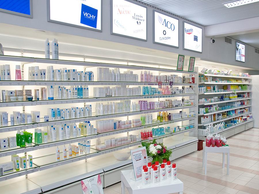 valotaustallinen kosmetiikkahylly