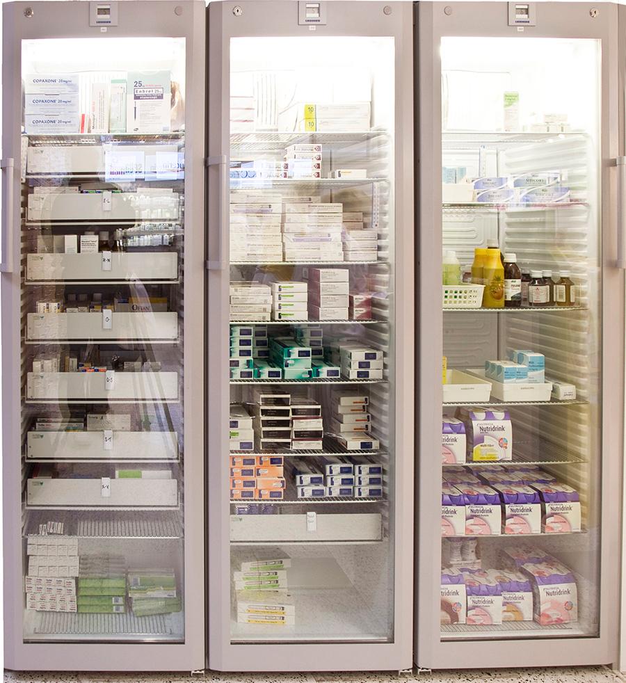 Lääkejääkaappi valaistu