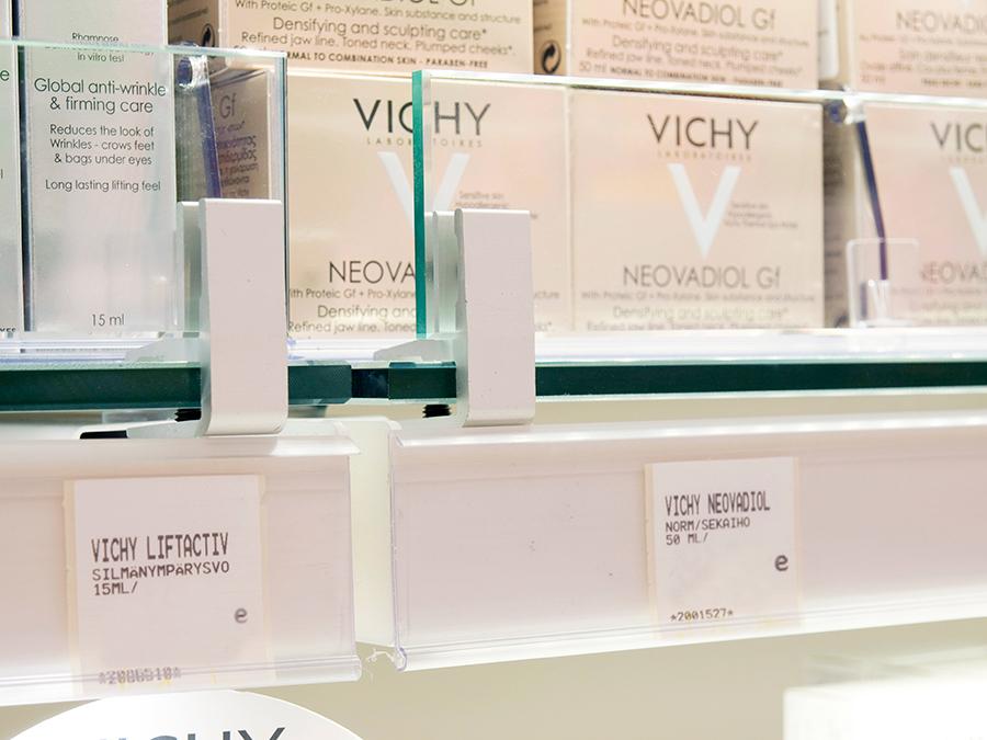 Akryylilevy apteekin kosmetiikkahyllyyn